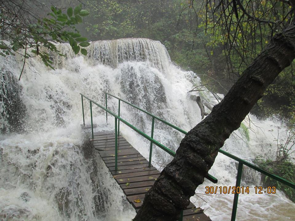 Крушунските водопади крият манастир с царска гробница?